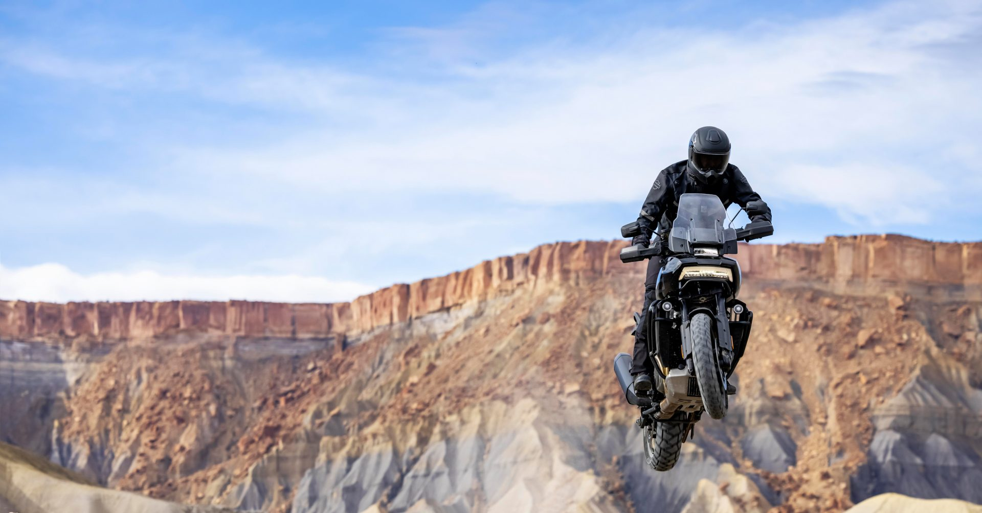 Dieses Bild hat ein leeres Alt-Attribut. Der Dateiname ist 2020HD34_Harley-Davidson_praesentiert_Modelljahr_21_digital_1-1920x1004.jpg